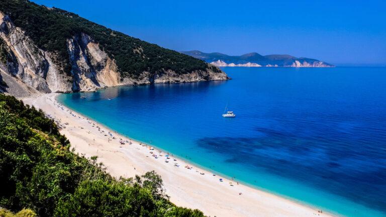Plażą Mytros